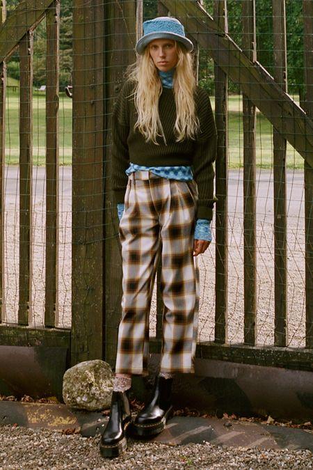 fc5163aaa UO Dalton Pleated Mid-Rise Trouser Pant