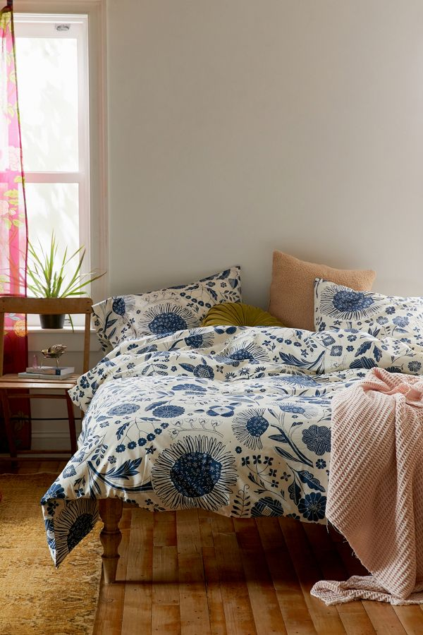 Slide View: 1: Shelby Woodblock Floral Duvet Set