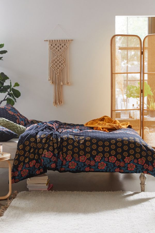 Slide View: 1: Ama Floral Duvet Cover