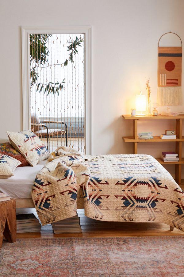 Slide View: 1: Pendleton White Sands Quilt Set