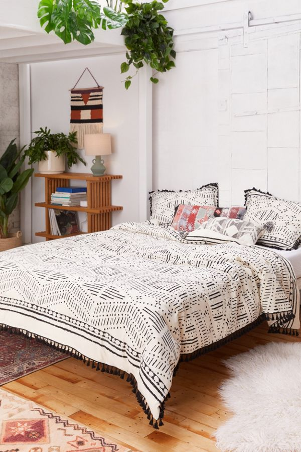 Slide View: 1: Tama Tassel Duvet Cover