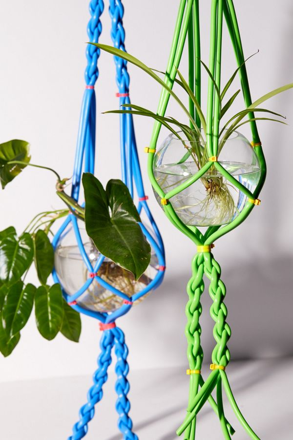 Slide View: 1: Body Language Shop UO Exclusive Silicone Hanging Planter