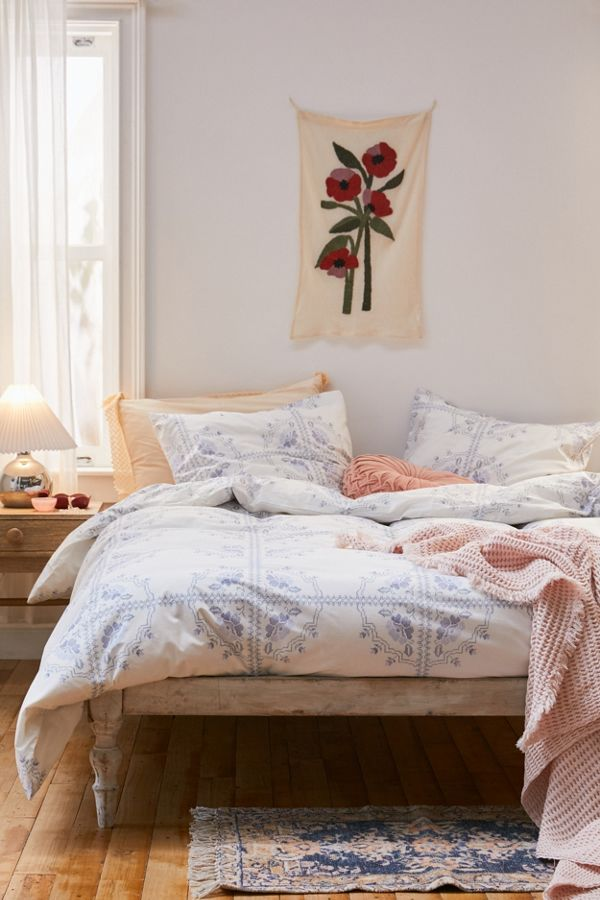 Slide View: 1: Alaine Floral Duvet Cover