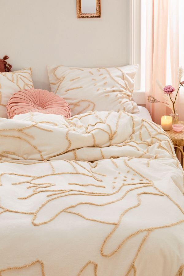 Slide View: 1: Posy Tufted Duvet Cover