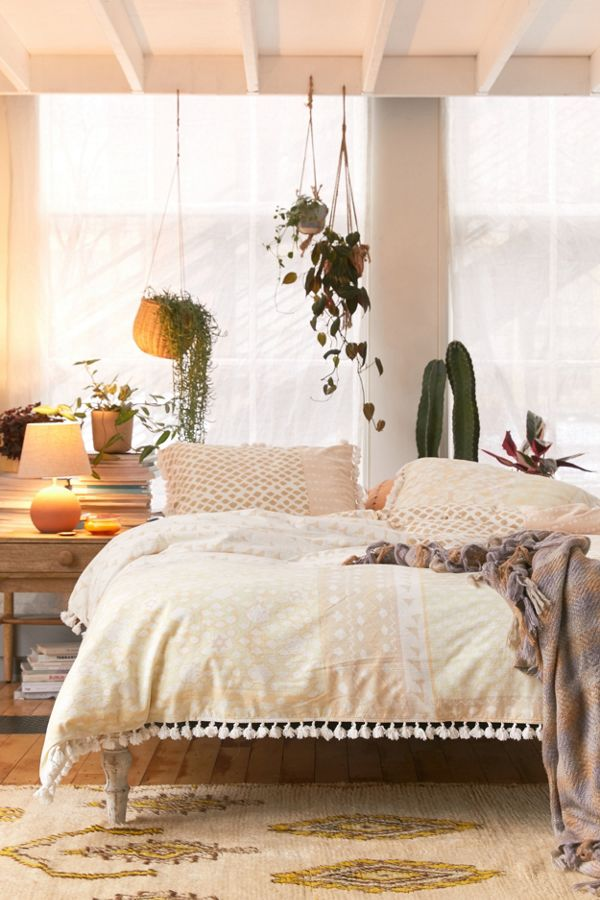 Slide View: 1: Jovita Tassel Duvet Cover