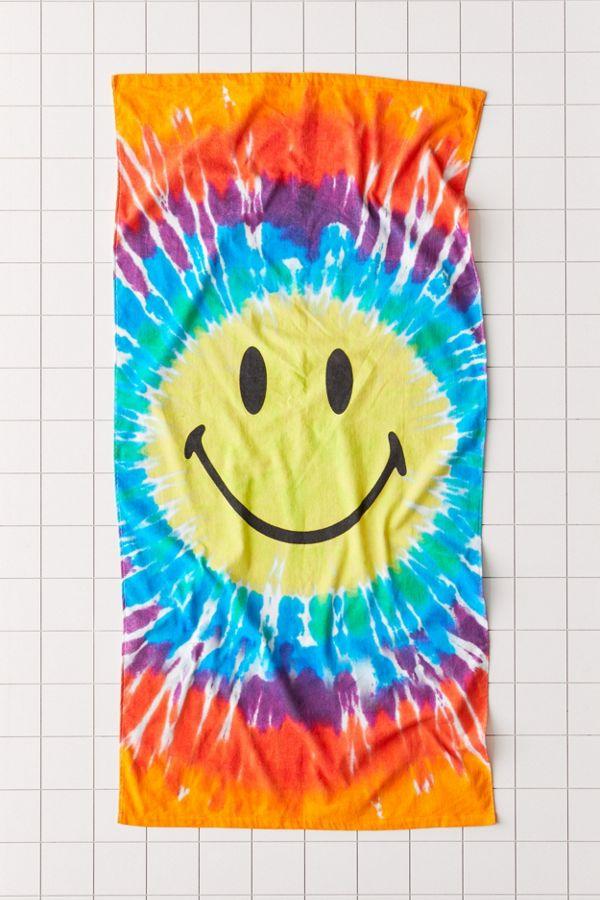 Slide View: 1: Chinatown Market X Smiley UO Exclusive Tie-Dye Beach Towel