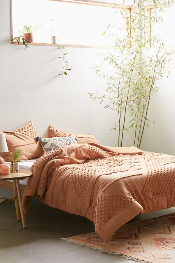 Slide View: 1: Ellis Tufted Comforter