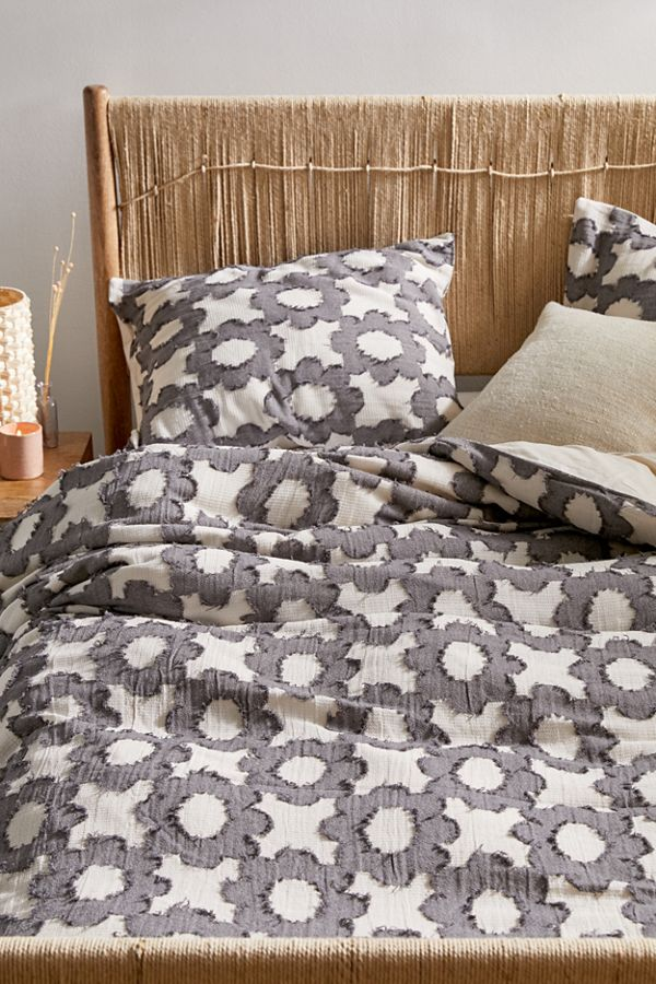 Slide View: 1: Clipped Daisy Duvet Cover