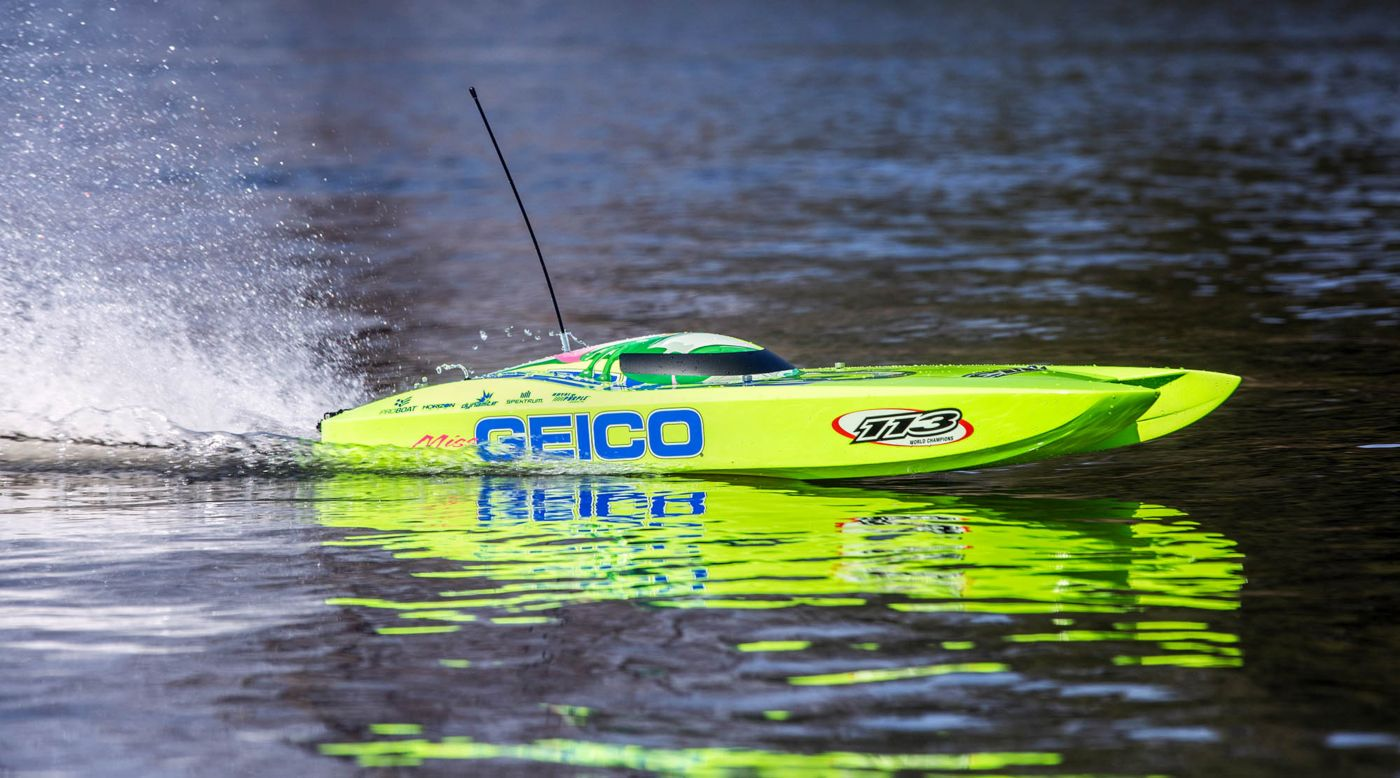 Grafik für Miss GEICO Zelos 36 Twin Brushless Catamaran: RTR in Horizon Hobby