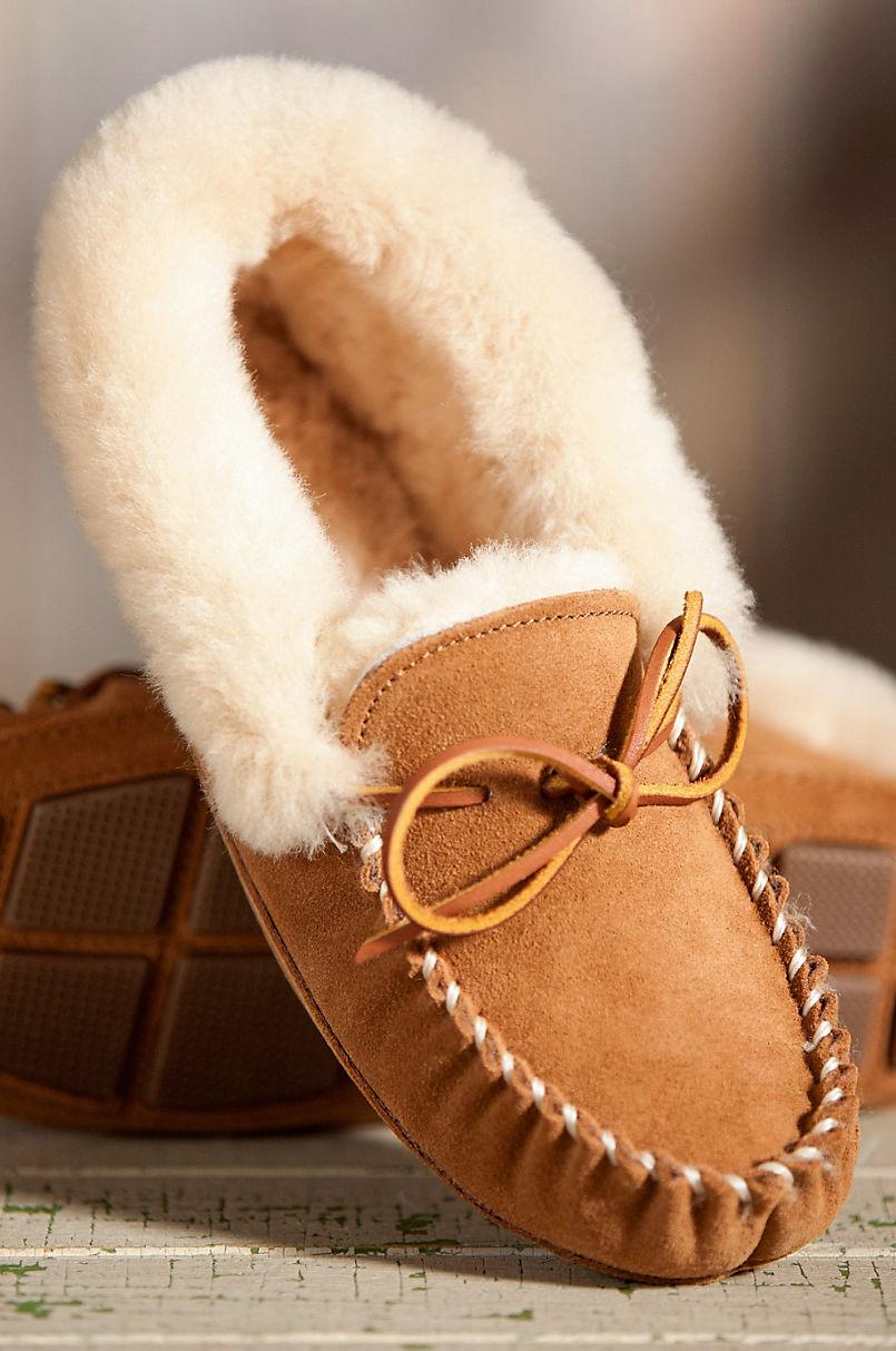 32e509bcd78 Women s Acorn Moxie Sheepskin Moccasin Slippers