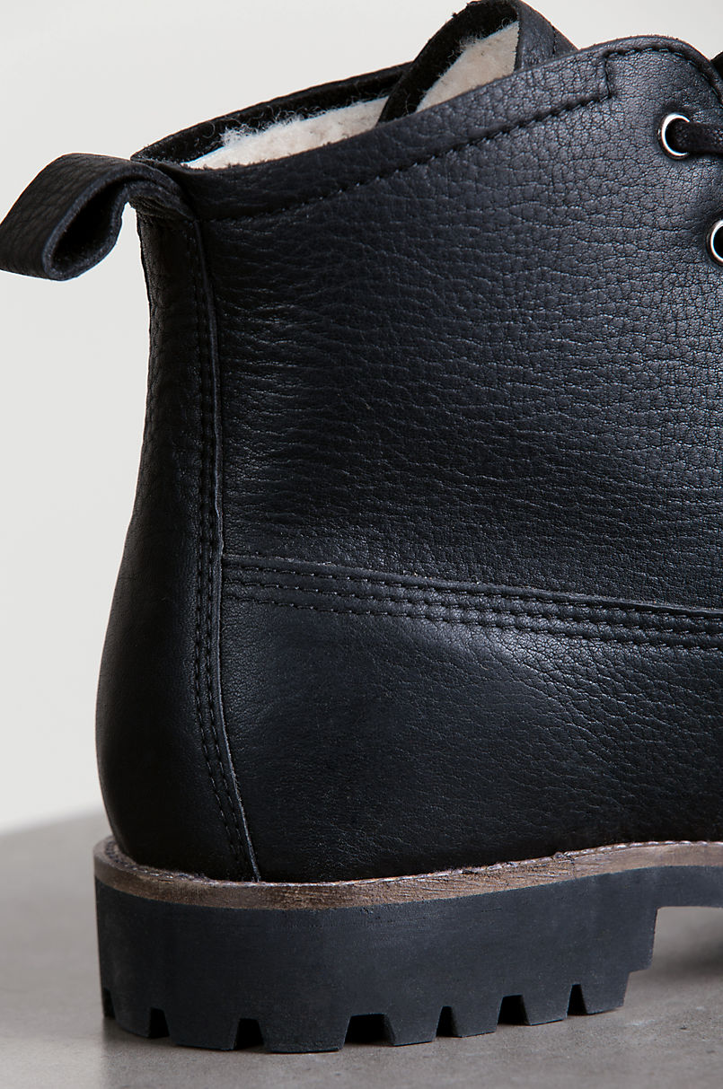 Men's Blackstone OM60 Shearling-Lined Leather Boots