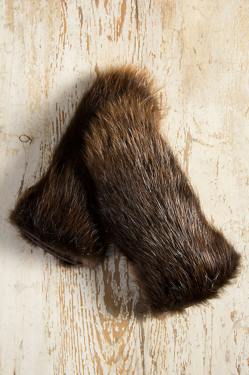 a76082acb50a Men s Shearling-Lined Beaver Fur Gauntlet Gloves