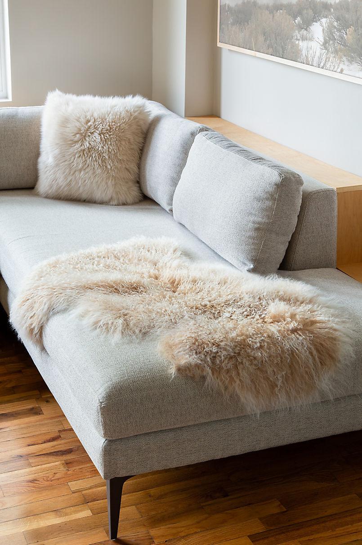 Overland Single Pelt (2' x 3') Tibetan Lamb Fur Rug