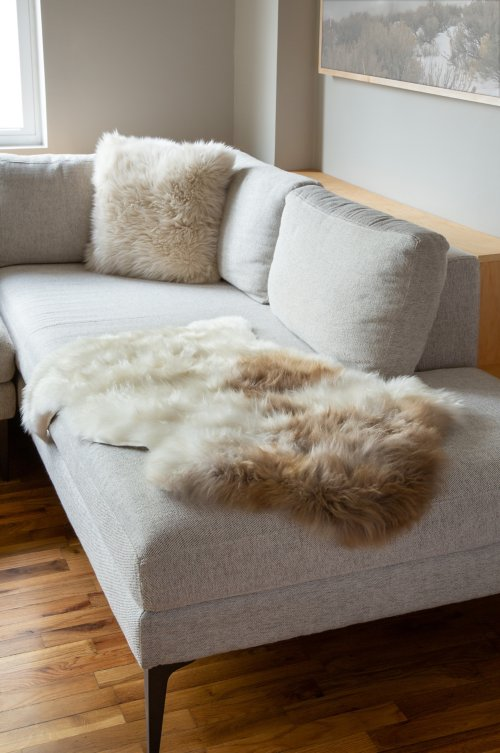 Overland Single-Pelt (2' x 3.5') Himalayan Sheepskin Rug