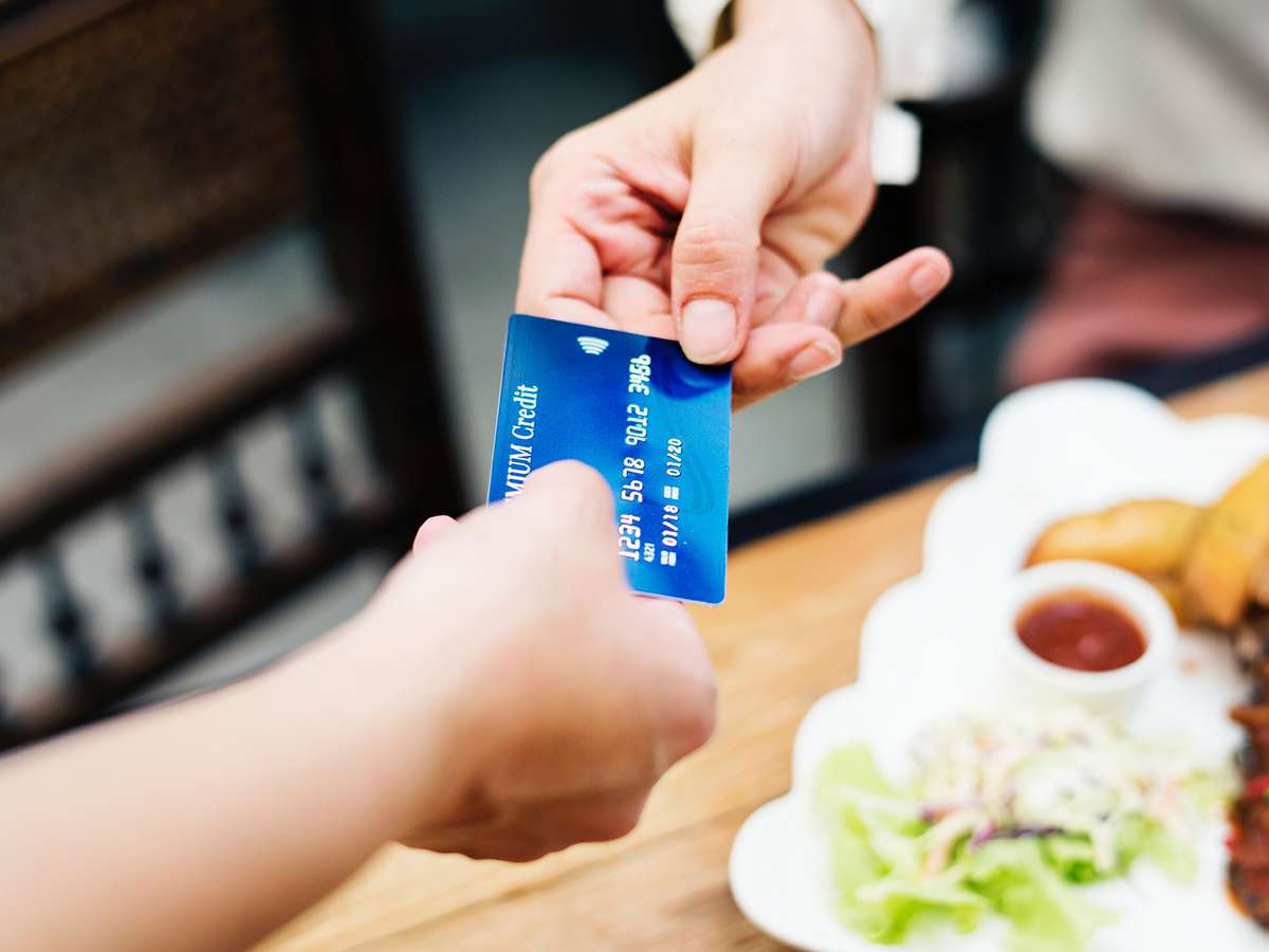Cash or Credit: The Cashless Restaurant Controversy